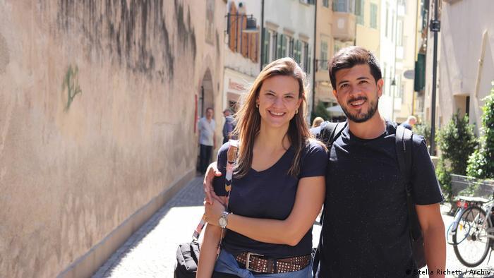 Casal em foto pessoal durante uma viagem