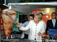 ميركل في زيارة رمزية لمطعم تركي في ألمانيا