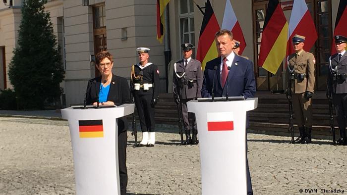 Polen Warschau | Verteidigungsminister Annegrett Kramp-Karrenbauer und Mariusz Błaszczak