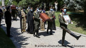 Похороны майора армии Армении, погибшего во время последних перестрелок на границе, 16 июля 2020 года