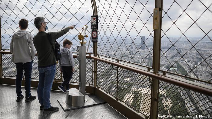 Frankreich | Eiffelturm | Coronavirus | (picture-alliance/abaca/E. Blondet)