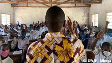 Tansania Corona-Pandemie | Schüler und Lehrer an der Kilalo Grundschule