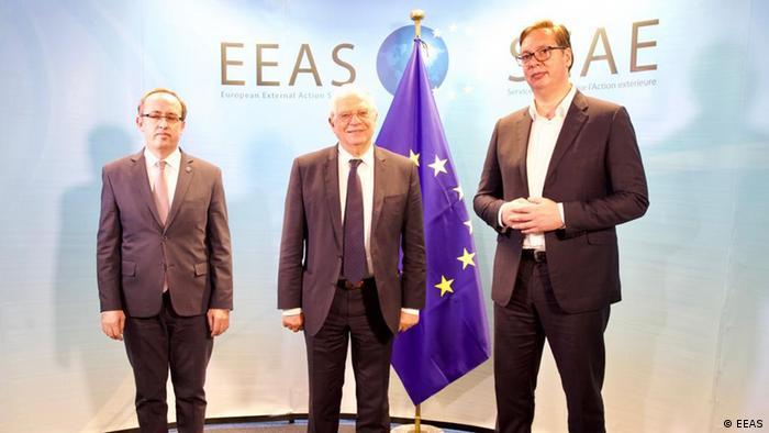 Авдулла Хоті, Жозеп Боррель та Александар Вучич (зліва направо) на зустрічі у Брюсселі