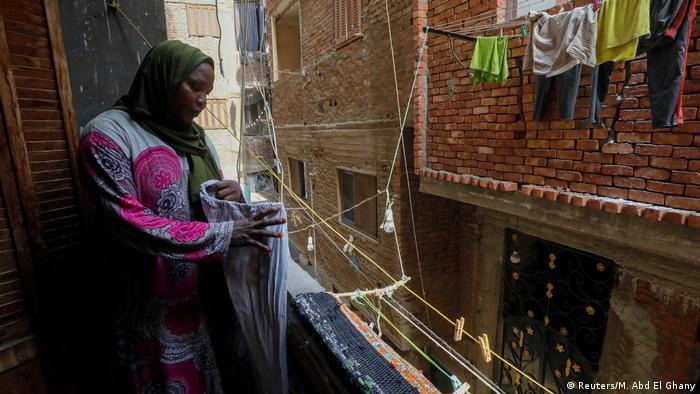 آية محمد، مثل كثير من المهاجرين تعيش في الأحياء الفقيرة في القاهرة والمساعدات التي تحصل عليها غير كافية