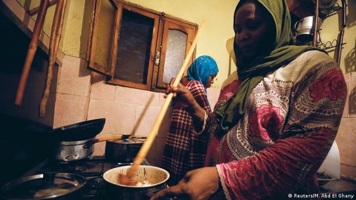 Certains migrants doivent vivre à plusieurs dans les logements qu'ils occupent