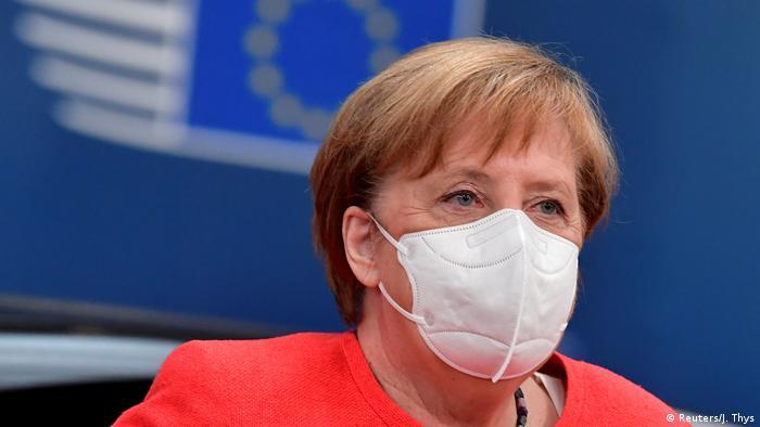 Канцлер ФРГ Ангела Меркель соблюдает масочный режим на саммитах ЕС