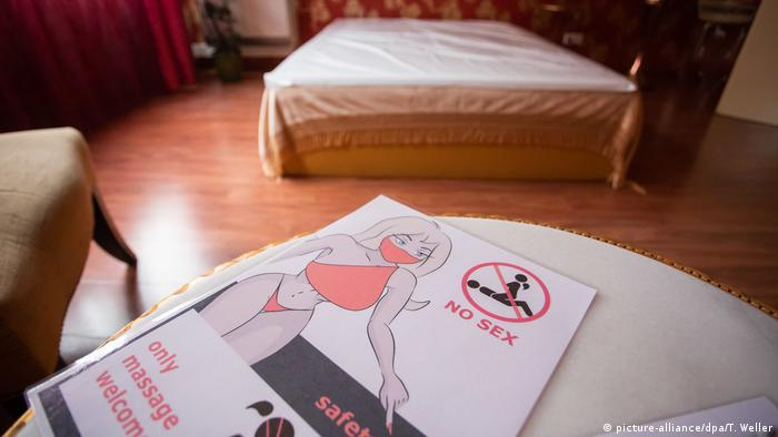 Информационный листок на английском языке: No Sex, only massage welcome, safety first
