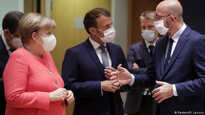 Усі в масках: господар саміту Шарль Мішель (крайній справа) з лідерами Німеччини та Франції