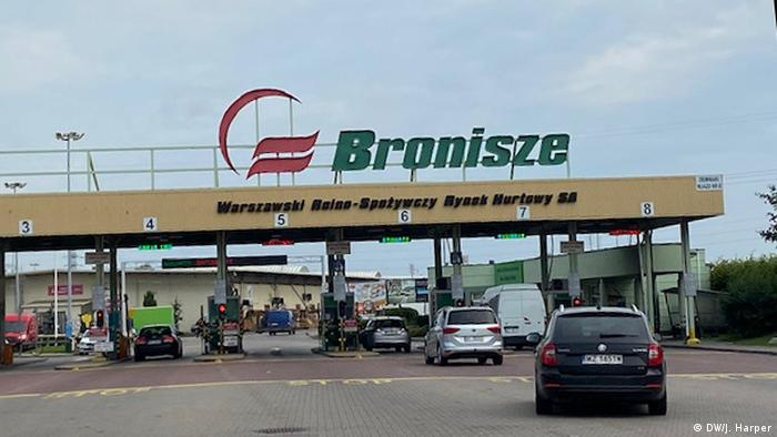 Warsaw's Bronisze fruit and vegetable market