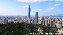 10.02.2020, China, Taipeh: --FILE--A view from a high point to view the city center, in which the highest building is the famous Taipei 101, Taipei city, southeast China's Taiwan province, 9 November 2019. *** Local Caption *** fachaoshi Foto: Yan Zhihong//dpa |