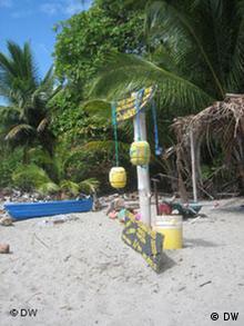 Am Strand bewachen die Freiwilligen Tag und Nacht die Schildkrötennester (Foto: DW/Sonja Gillert)