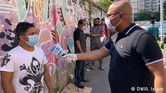 DW's Arafatul Islam talks to a Bangladeshi migrant in Rome
