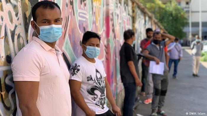 Italien Bangladescher obligatorisch auf COVID-19 getestet werden (DW/A. Islam)