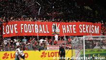 Fußball Bundesliga   Protest gegen Sexismus  Fans SC Freiburg