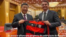 China Xi Jinping und Jair Bolsonaro mit Flamengo Trikot