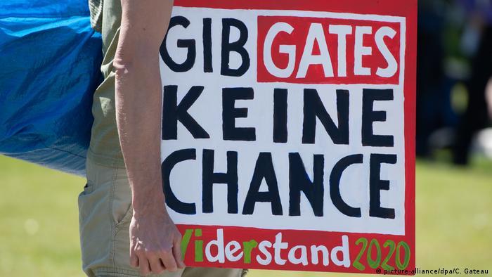 Cartaz contra Bill Gates