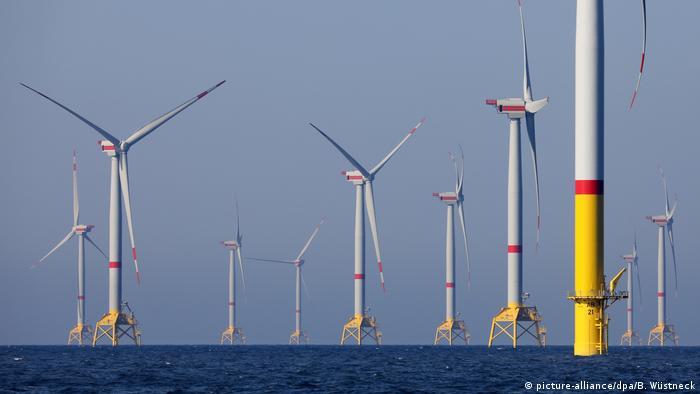 Deutschland Sassnotz | Offshore-Windpark in der Ostsee (picture-alliance/dpa/B. Wüstneck)