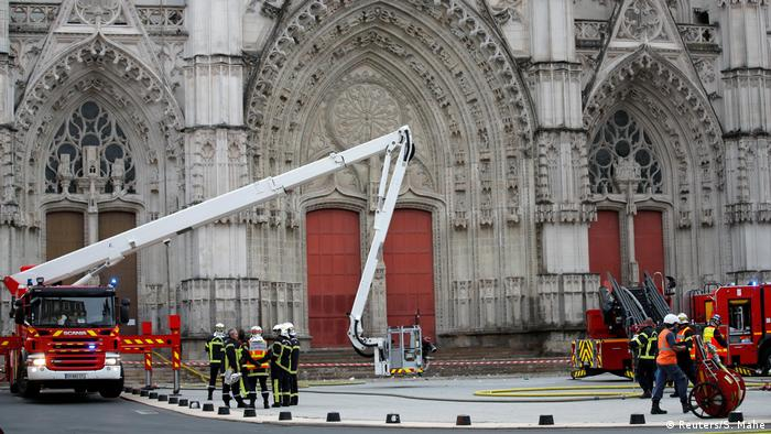Frankreich Nantes   Großbrand in Kathedrale (Reuters/S. Mahe)