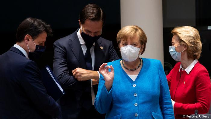 Giuseppe Conte, Mark Rutte, Angela Merkel e Ursula von der Leyen em Bruxelas