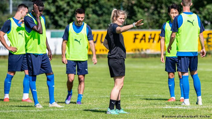 Imke Wübbenhorst in training with Sportfreunde Lotte (picture-alliance/dpa/G. Kircher)