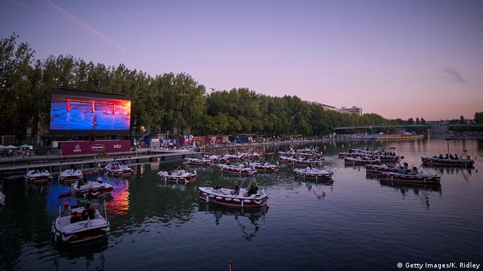 Париж - кіно на воді (фото)   Музика й кіно, література й ...