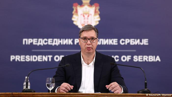 U vreme korone predsednik Srbije Aleksandar Vučić predstavlja se kao spasilac nacije