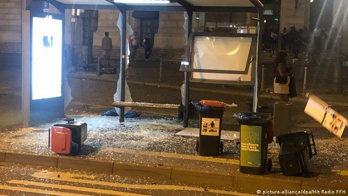 Zdewastowany przystanek autobusowy