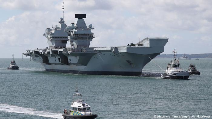 Großbritannien Royal Navy  HMS Queen Elizabeth (picture-alliance/empics/A. Matthews)