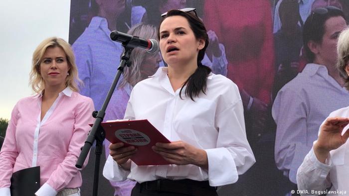 Die Oppositionspolitikerin Swetlana Tichanowskaja tritt bei der Präsidentenwahl gegen Lukaschenko an (Foto: DW/A. Boguslawskaja)