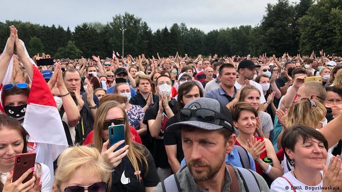 Weißrussland I Oppositionsproteste in Minsk (DW/A. Boguslwaskaja)