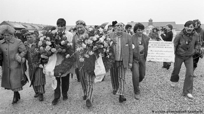 4. April 1980. Delegati organizaciaj Sinti i Roma u poseti Dahau.