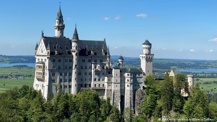 DW COVID Travel Diaries | Gordine & Zivkovic | Schloss Neuschwanstein (DW/Emily Gordine & Olivera Zivkovic)