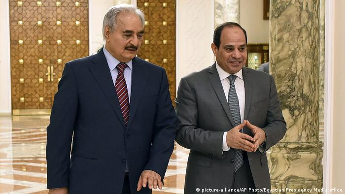 الرئيس المصري السيسي في لقاء مع قائد قوات شرق ليبيا خليفة حفتر في القاهرة 9 مايو/ أيار 2019
