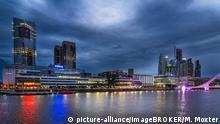 Argentinien I Hochhäuser am Dock Süd am Fluss Río de la Plata, Buenos Aires,