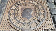 """Das Wappen mit dem Coburger """"Mohr"""" ist überall in der Stadt zu sehen – auch auf den Gullydeckeln. Foto: DW/Christina Küfner"""
