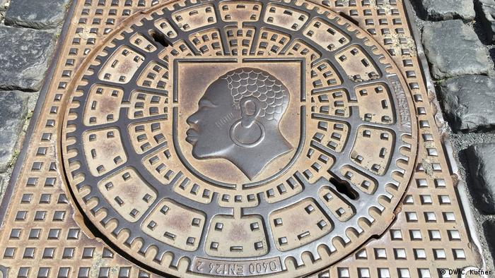Manhole cover showing Moor's head