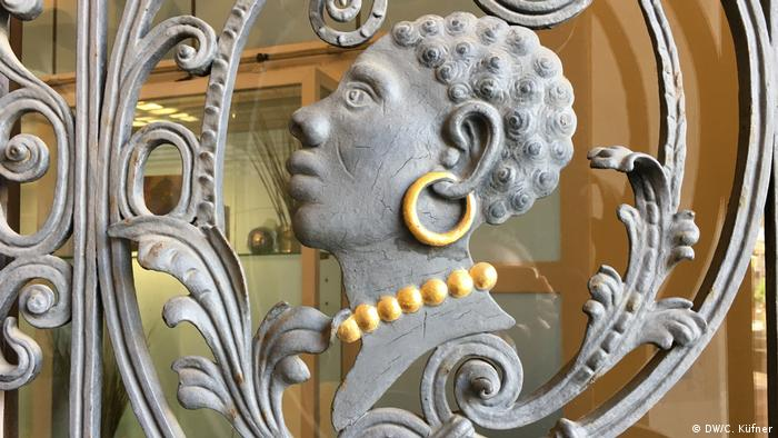 The Coburg Moor's head in profile on a town hall gate