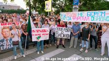 KHABAROVSK, RUSSIA - JULY 21, 2020: People hold up banners during a mass rally against newly-appointed Khabarovsk Territory Acting Governor Mikhail Degtyarev, supporting Khabarovsk Territory Governor Sergei Furgal, who was detained on 9 July 2020 and charged with masterminding murders of two local businessmen and a murder attempt on another back in 2004-2005. Dmitry Morgulis/TASS PUBLICATIONxINxGERxAUTxONLY TS0E0BC0