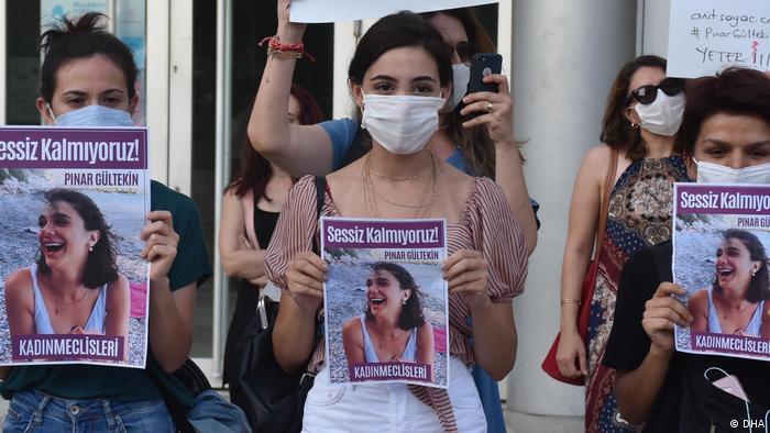 Türkei Demo- Ermordung Pinar Gültekin (DHA)