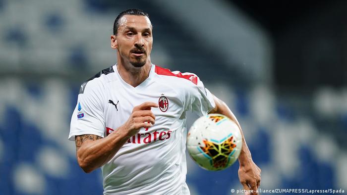 Italien I Fußball I Sassuolo vs Milan I Zlatan Ibrahimovic (picture-alliance/ZUMAPRESS/Lapresse/Spada)