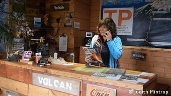Chile I Pucon, tour operator Verónica Castillo in her agency