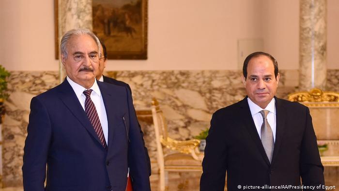 Влада Єгипту підтримує генерала Хафтара (л) у конфлікті в Лівії