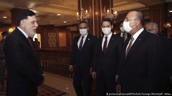 Libyen Tripolis Treffen türkischer Außenminister Cavusoglu (R) und Sarraj | Chef der international anerkannten Regierung