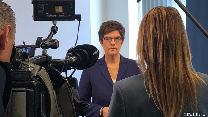 Almanya Savunma Bakanı Annegret Kramp-Karrenbauer DW'nin sorularını yanıtladı