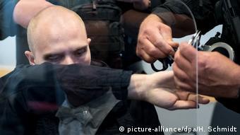 El día de su ataque en Halle, el acusado Stephan B., escuchó música que desprecia a las mujeres. (picture-alliance/dpa/H. Schmidt)