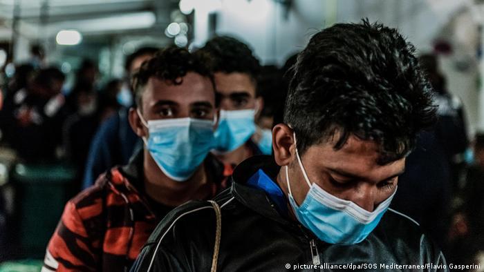 Ocean Viking läuft mit 180 Migranten in Hafen ein