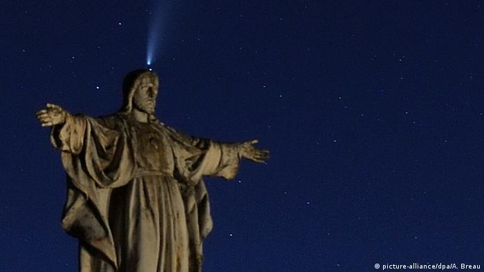 Комета NeoWise в небе над Анже