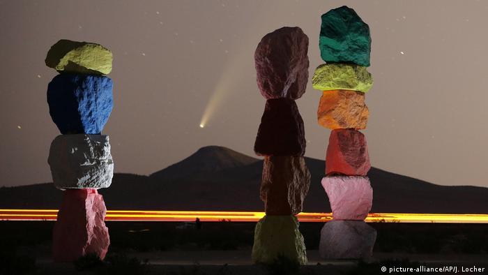 Комета NeoWise в небе над Лас-Вегасом