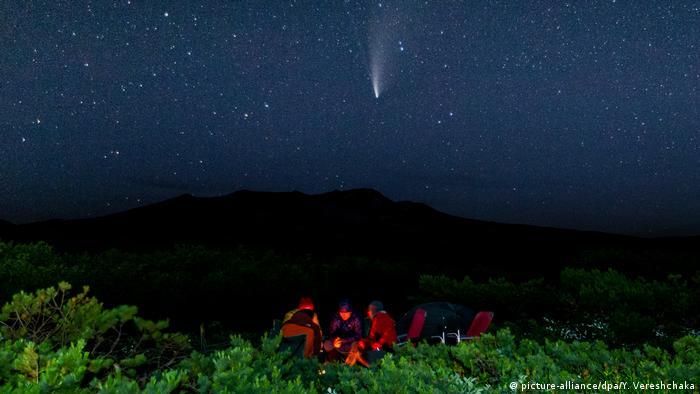 Комета NeoWise в небе над Камчаткой
