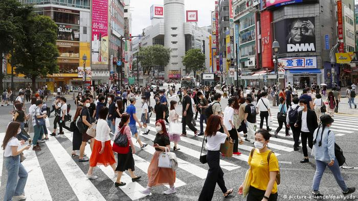 Tokyo city centre crowded with people wearing masks